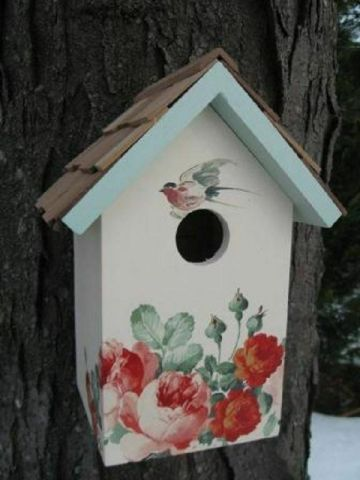 Bird nesting box with Peony design