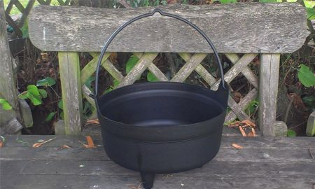 "Black Cauldron planter.  Plastic, weatherproof.  34cm /14"". Witches, Halloween"