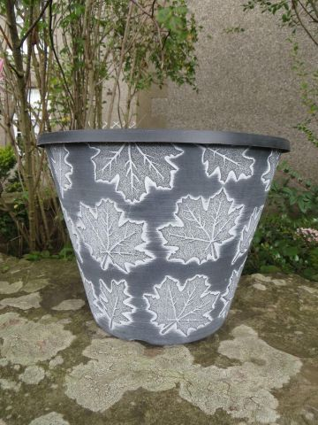 Fall Leaves Plant Pot Planter 30.5cm in Diameter.