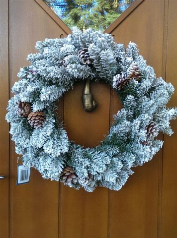 """Quality Large Frosted Red Cedar Pine Wreath. 24"""" / 60cm"""
