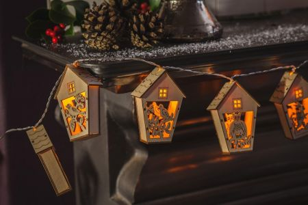 Handcrafted Natural Wooden Bird House Light Up Garland with LED Lights.