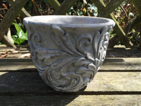Acanthus Leaf Stone Planter Pot for the Garden or Indoors. 16cm Dia
