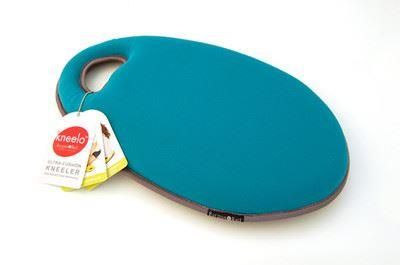 Burgon and Ball Kneelo kneeler in Teal colour.  Great present for a gardener