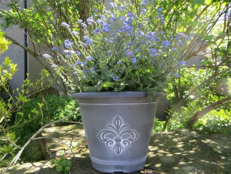 Fleur De Lys round plastic planter patio pot. 25cm diameter Black & White