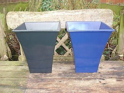 Contemporary design metallic effect fluted planter large size. Plastic.[Blue]