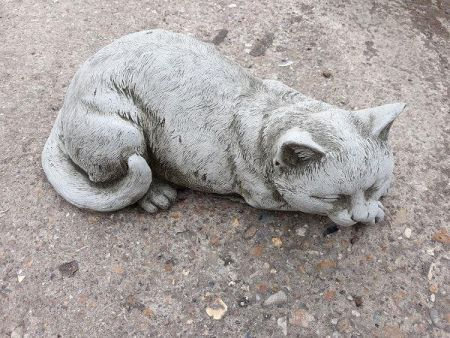 Cat statue for the garden