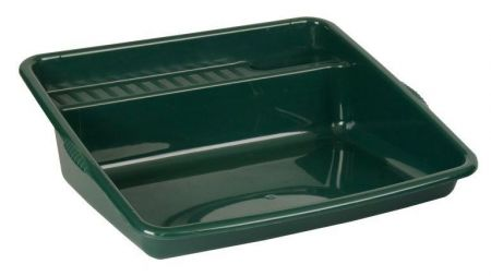 Potting tray in green with integral shelf and cubby.  63 x 64cm H392