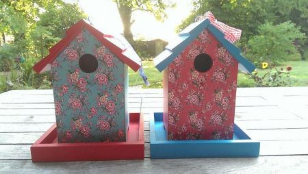 Chintz style painted wooden bird house feeder