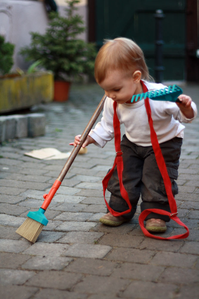 9 ways to have fun outdoors in the ninth month of the year for Gardening tools toddlers