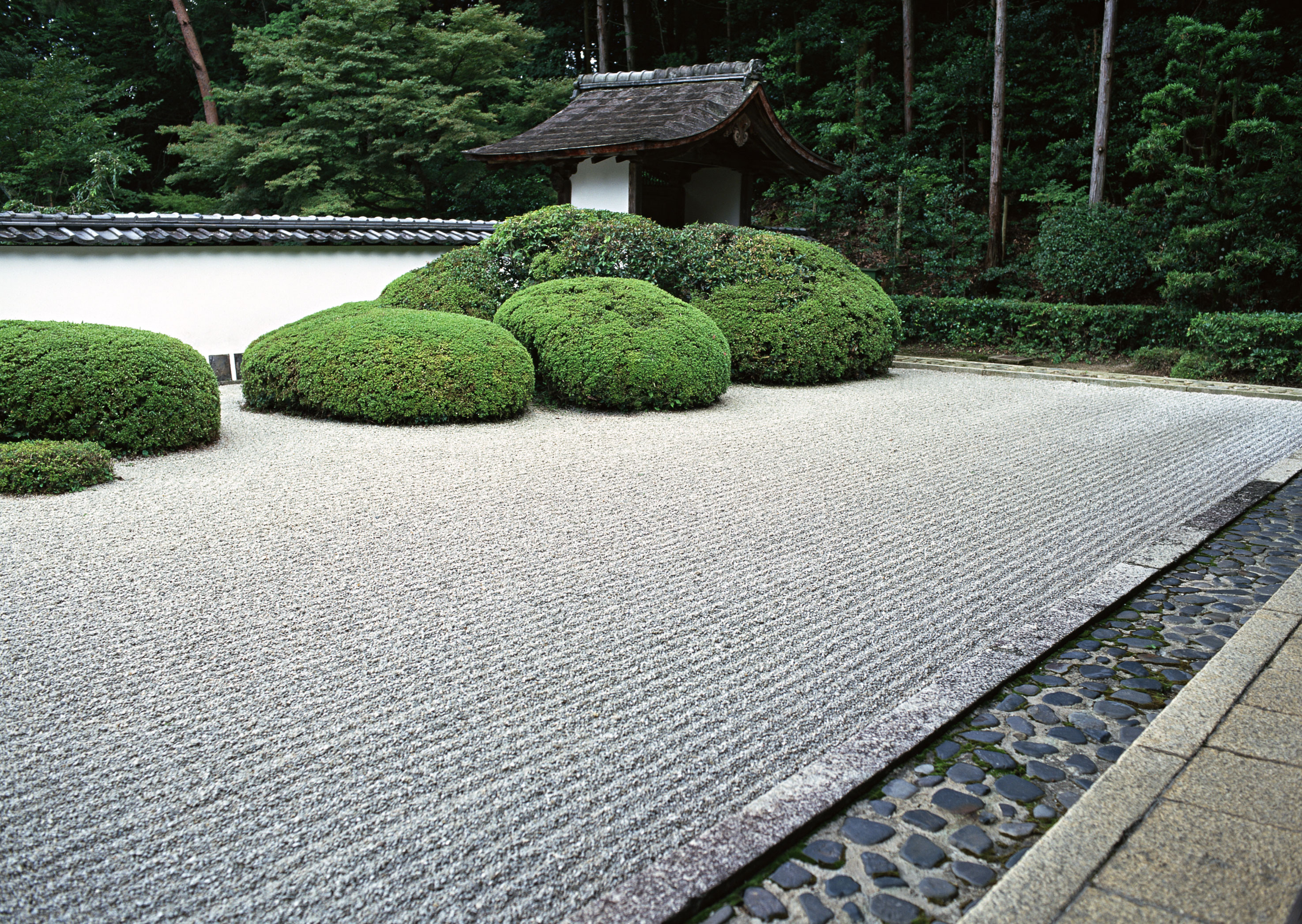 Why do we love japanese garden design it 39 s all about the for Jardin zen exterior