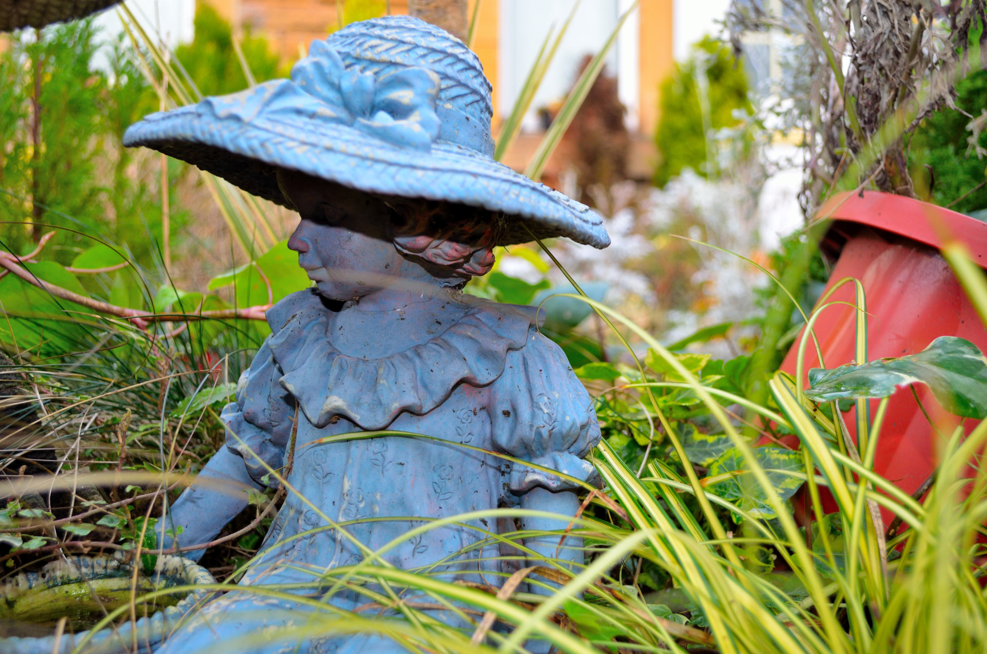 three reasons to have statues in the garden flamingo perfect