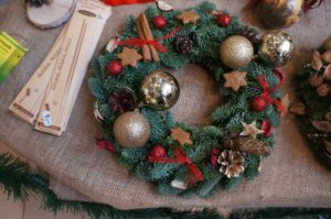christmas wreath, christmas, xmas, festive, decorations, wreath, swag, make your own, ivy, holly, conifer, baubles