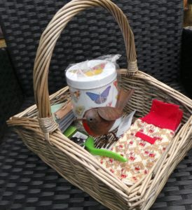 gardener's gift set, gifts, christmas shopping, presents, xmas gifts, secateurs, robin, gloves, gifts for gardeners, perfectplants.co.uk,