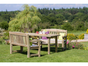 eating in the garden, dining, garden, gardening, seating, outdoor dining, relaxing, perfectplants.co.uk, chairs, garden chairs,